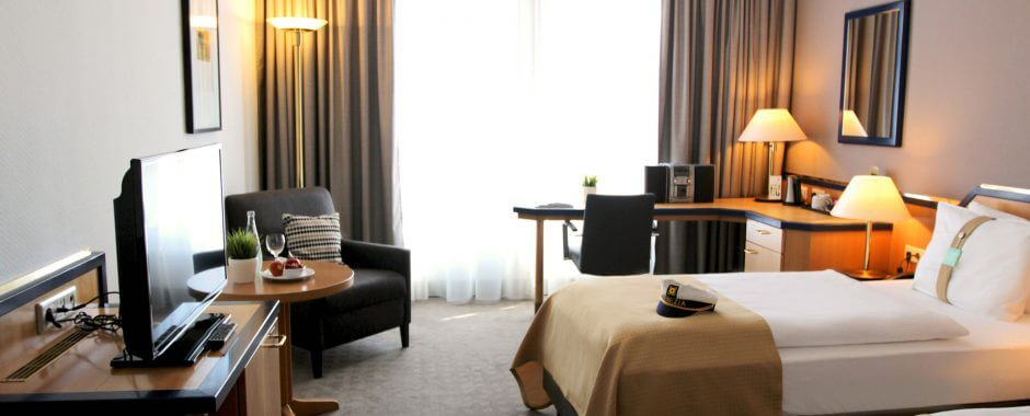 Wohnen im Holiday Inn Hamburg, geräumige und helle Zimmer für Ihren perfekten Aufenthalt in Hamburg.