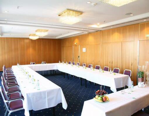 Tagungsraum Bille+Alana im Holiday Inn Hamburg, für bis zu 50 Personen.