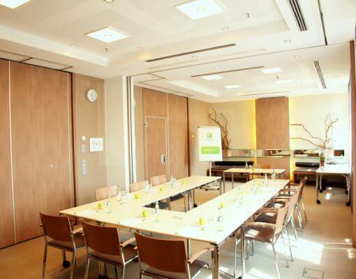 Tagungsraum Illumena 1+2 im Holiday Inn Hamburg, für bis zu 30 Personen.