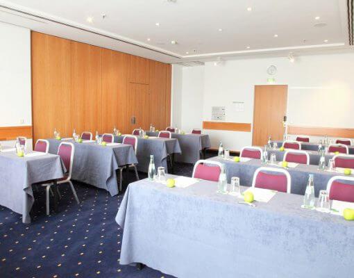 Tagungsraum Saale im Holiday Inn Hamburg, für bis zu 40 Personen.
