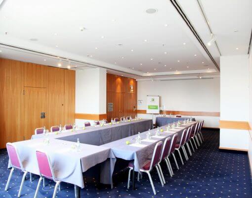 Tagungsraum Seeve im Holiday Inn Hamburg, für bis zu 50 Personen.