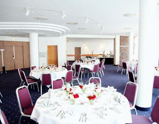Tagungsraum Saale+Alster+Moldau im Holiday Inn Hamburg, für bis zu 180 Personen.